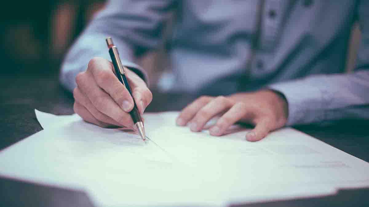 Perito en Notario: escrituras, contratos, firmas, convenios