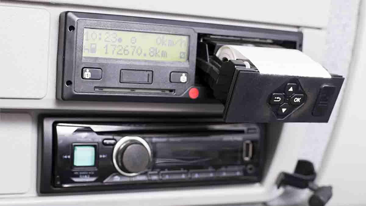 Cómo ajustar la hora en Tacógrafo Digital